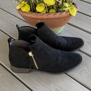 Dr. Scholl's Black Ankle Booties!